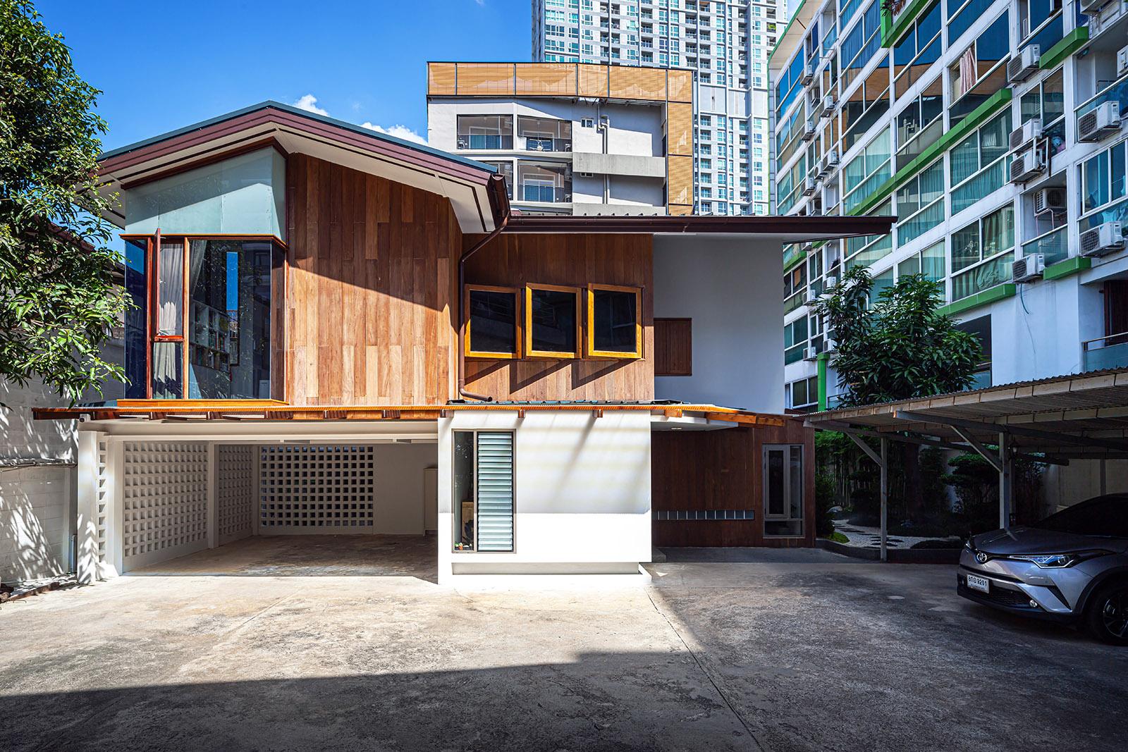 BAAN 38 in Bangkok, Thailand by Junsekino Architect and Design