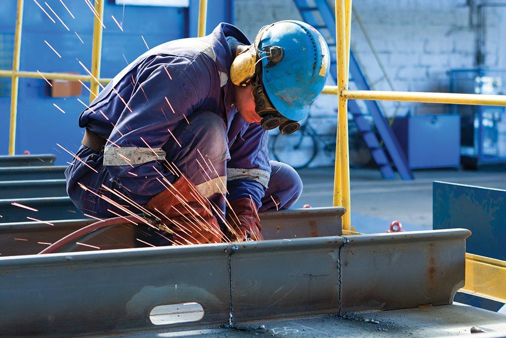 NOCN shutterstock 56673664 worker steel