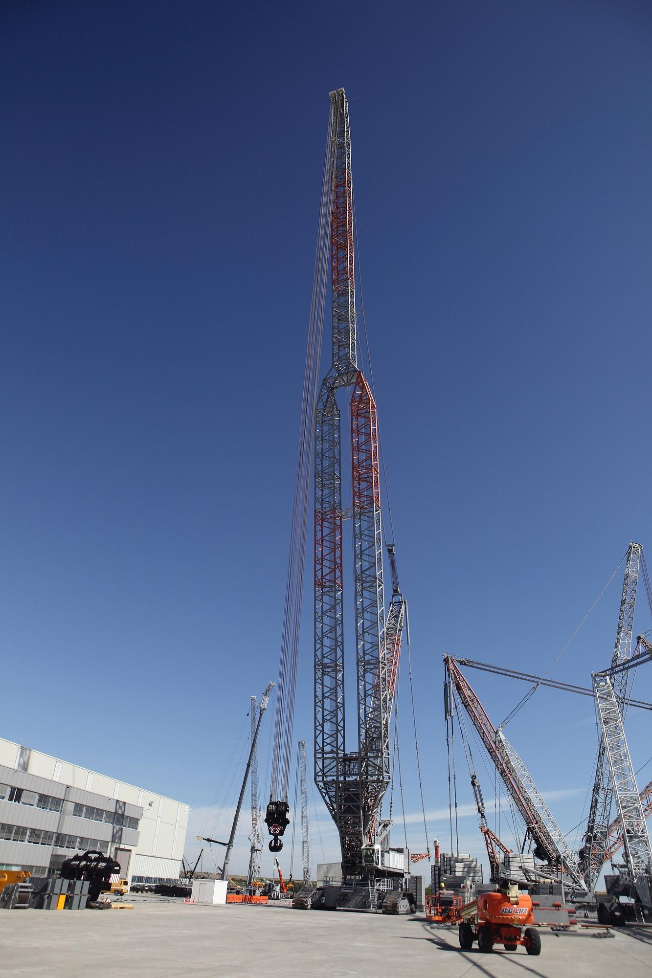 Liebherr adds power boom to crawler crane - New Civil Engineer