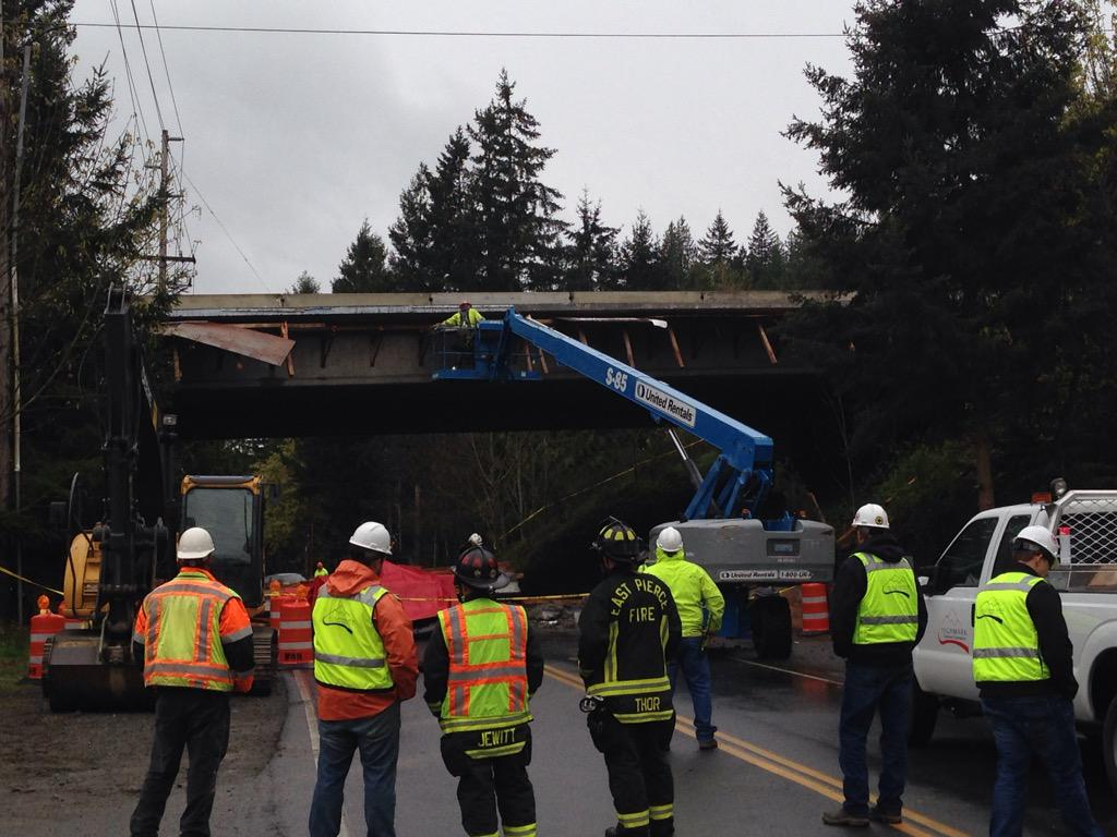 Falling concrete bridge section kills family in the US - New Civil